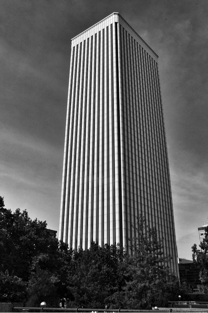 Una torre hacia el cielo #Madrid Torre Picasso #CallejeandoMadrid pic.twitter.com/M6lVuGM5dW