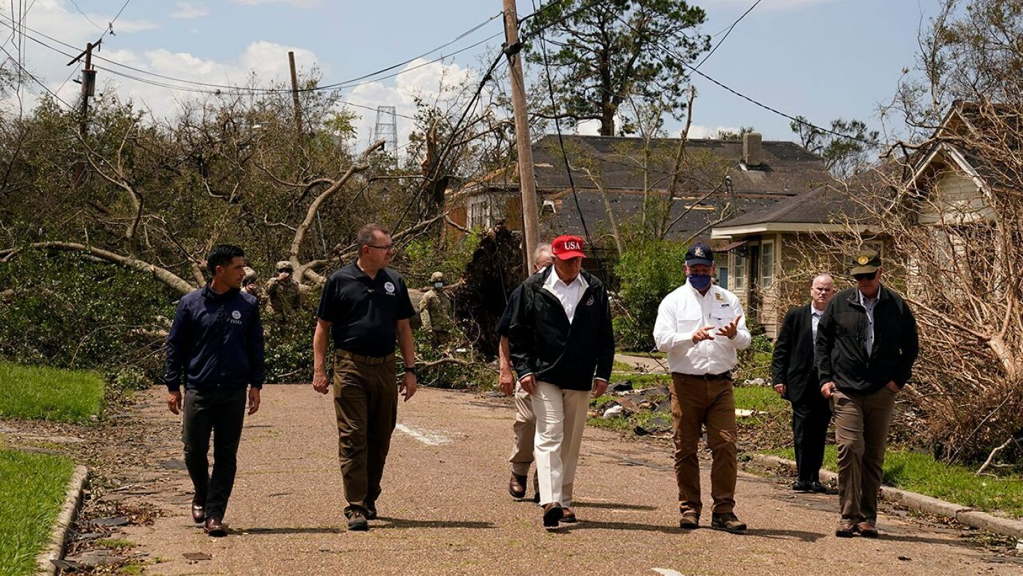 Trump Tours Hurricane Laura Storm Damage Pledges Support In 2020 Hurricane Trump Louisiana
