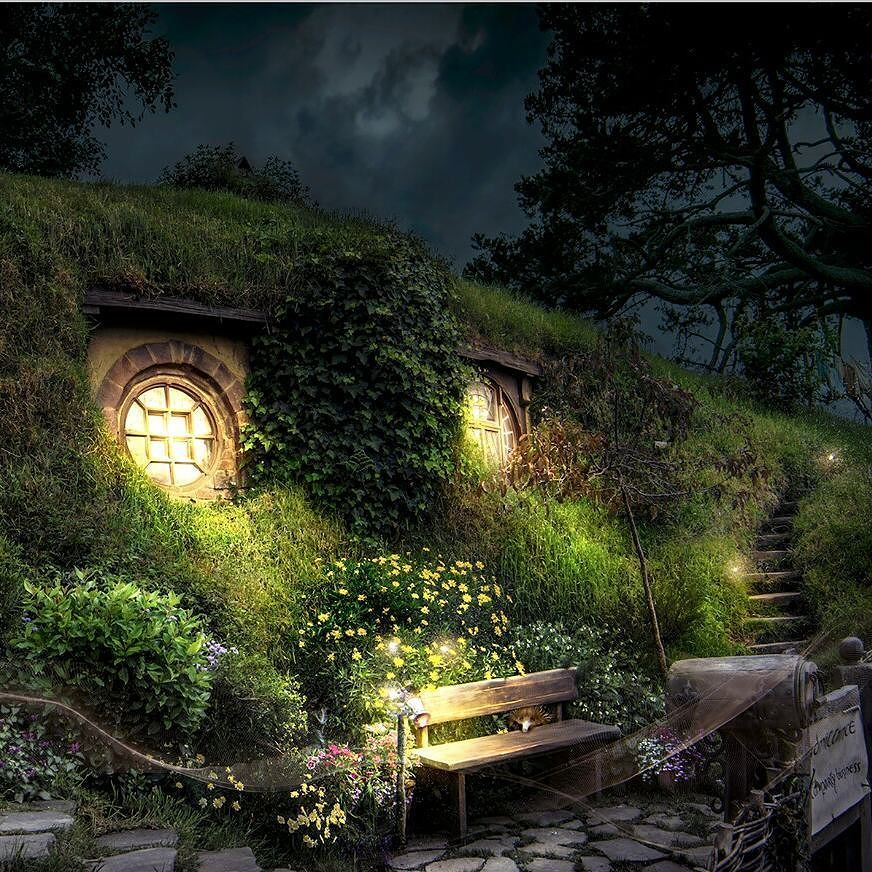 pin by nick hauer on hobbiton at night lord of the rings fairytale house hobbit garden. Black Bedroom Furniture Sets. Home Design Ideas