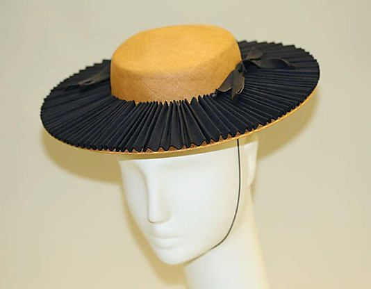 Label Lord Taylor N Y Late 1930 S Lovely Pleated Detail That Elastic Goes On The Back Lord Taylor Hats Hats Vintage