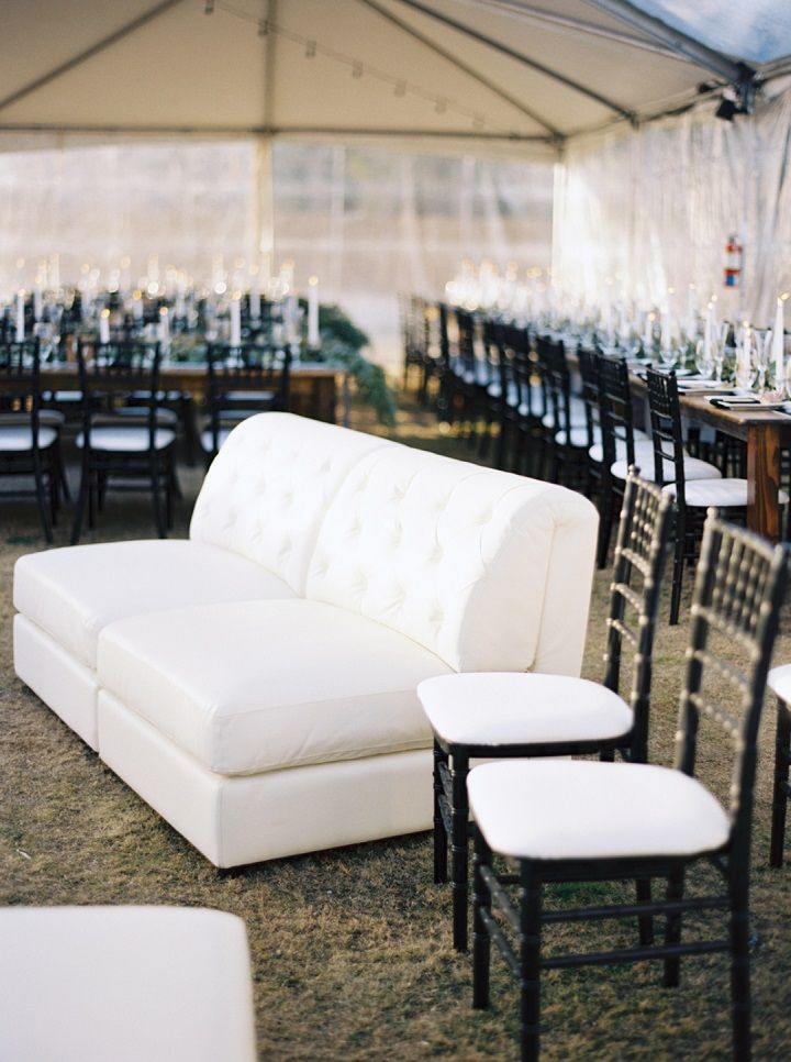 Black and white Backyard wedding | Wedding lounge | fabmood.com #wedding #weddingreception #weddinglounge