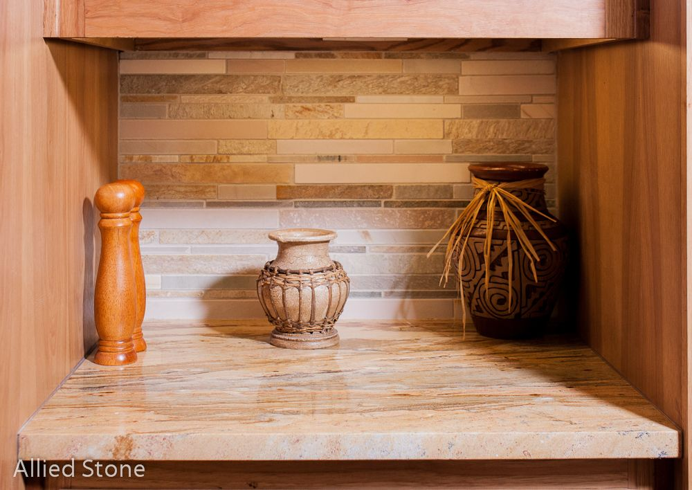Kitchen Backsplash   Material: Breccia Oniciata *********