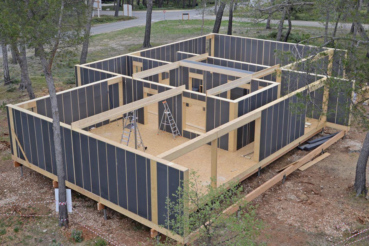 popup house   une maison 100  recyclable mont u00e9e en 4 jours