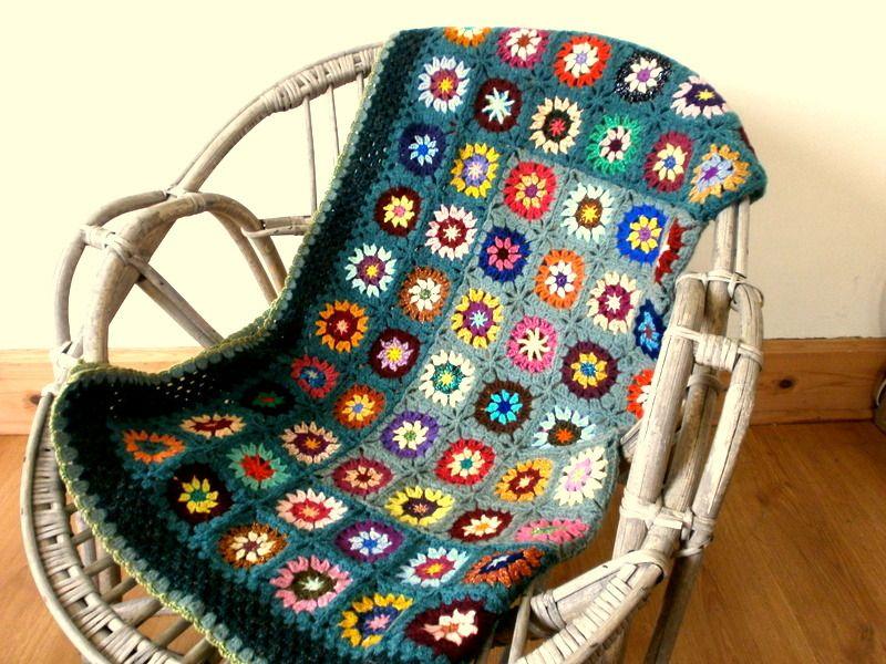 Plaid crochet granny en laine multicolore et vert de gris : Textiles ...