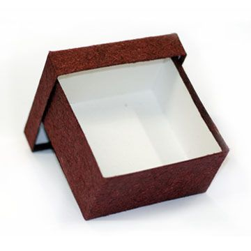 caixa com tampa solta