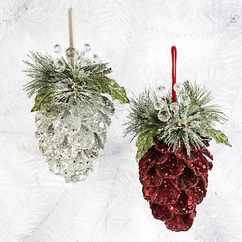 Christmas decorations using found natural elements for Pine cone tree decorations