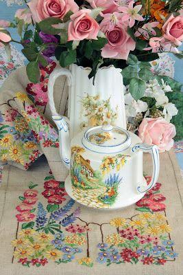 Vintage Home: Flowers Everywhere!