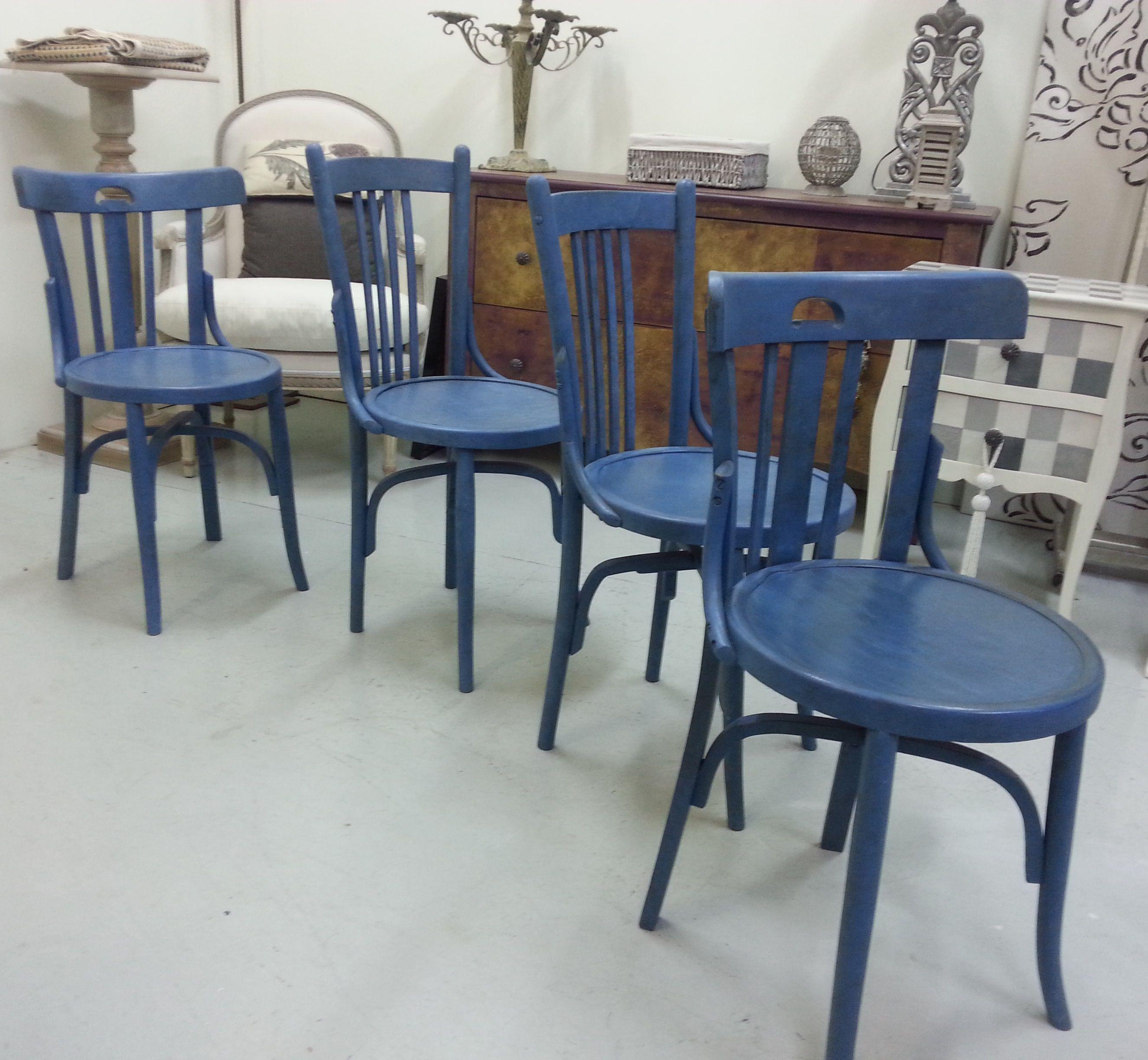Viejas Sillas Estilo Thonet Transformadas Con Pintura Azul En El  # Muebles Requejo