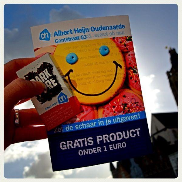 Het Albert Heijn promoteam deelt Hagelslag en flyers uit!