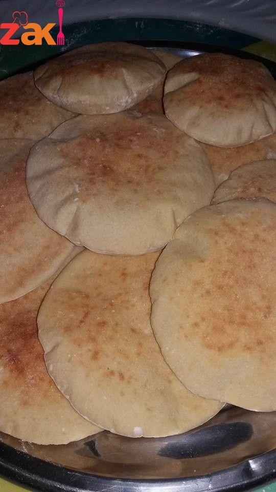 طريقة عمل العيش الشامي على أصوله ريحته بكل البيت و طعمه ما الو مثيل زاكي Dessert Cake Recipes Cooking Recipes Desserts Bakery Bread