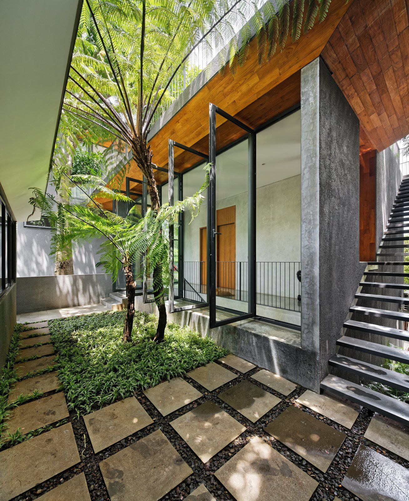 Contemporary Tropical House Tanga House: House Of Inside And Outside