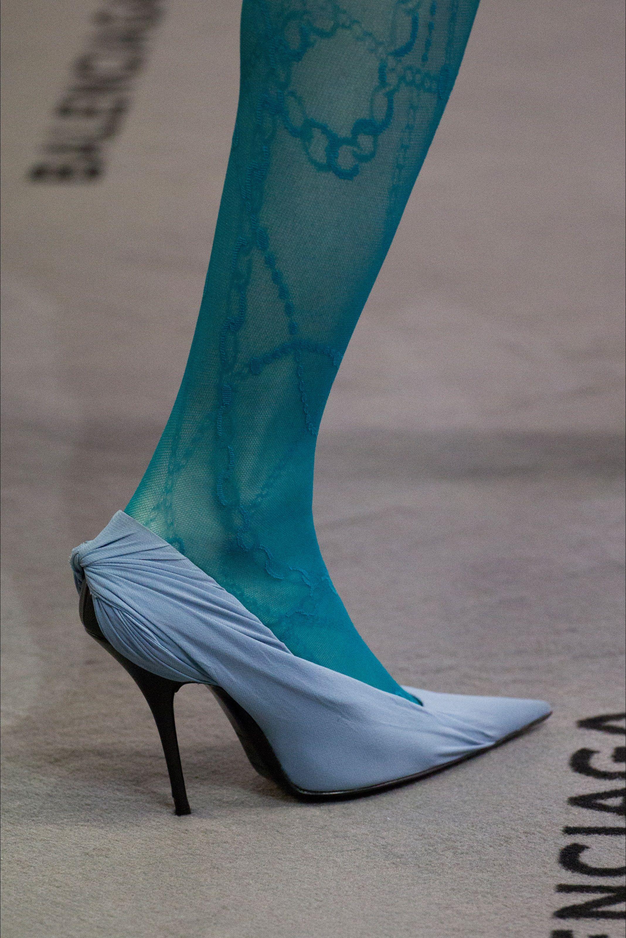 Sfilata Balenciaga Parigi - Collezioni Autunno Inverno 2017-18 - Dettagli - Vogue