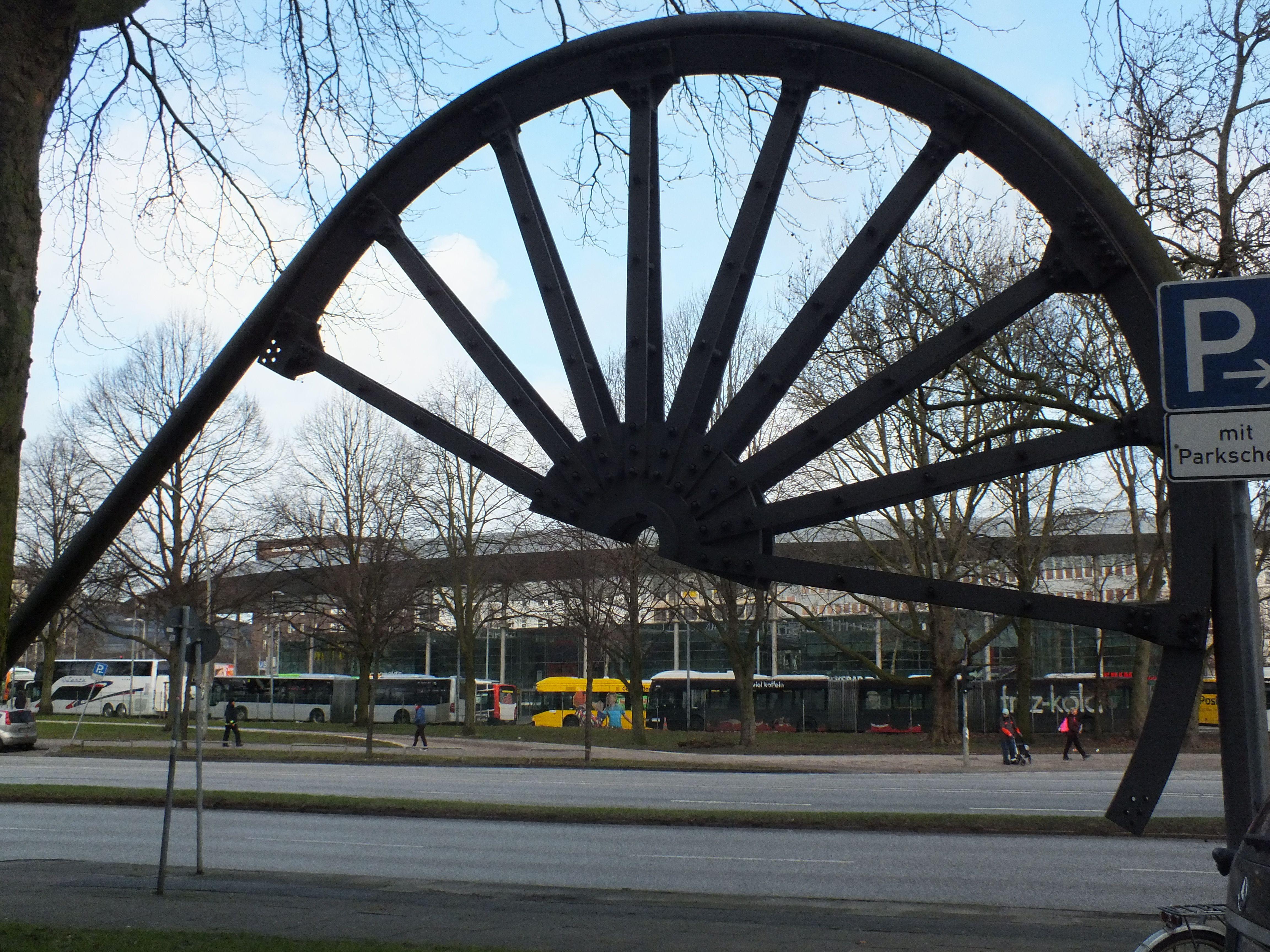 seilscheibevordemgewerkschaftshaushamburg 4608×