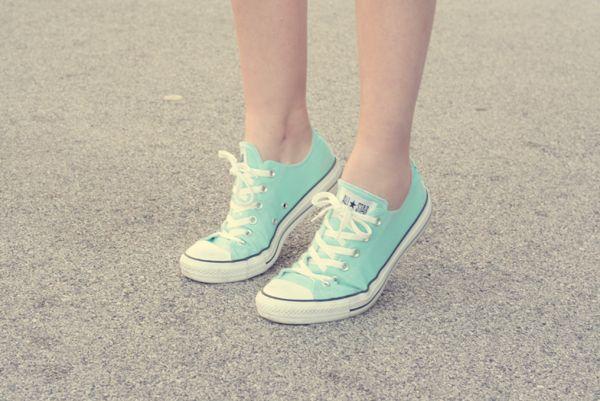 La fille en Converse | Converse bleu, Converse turquoise et ...
