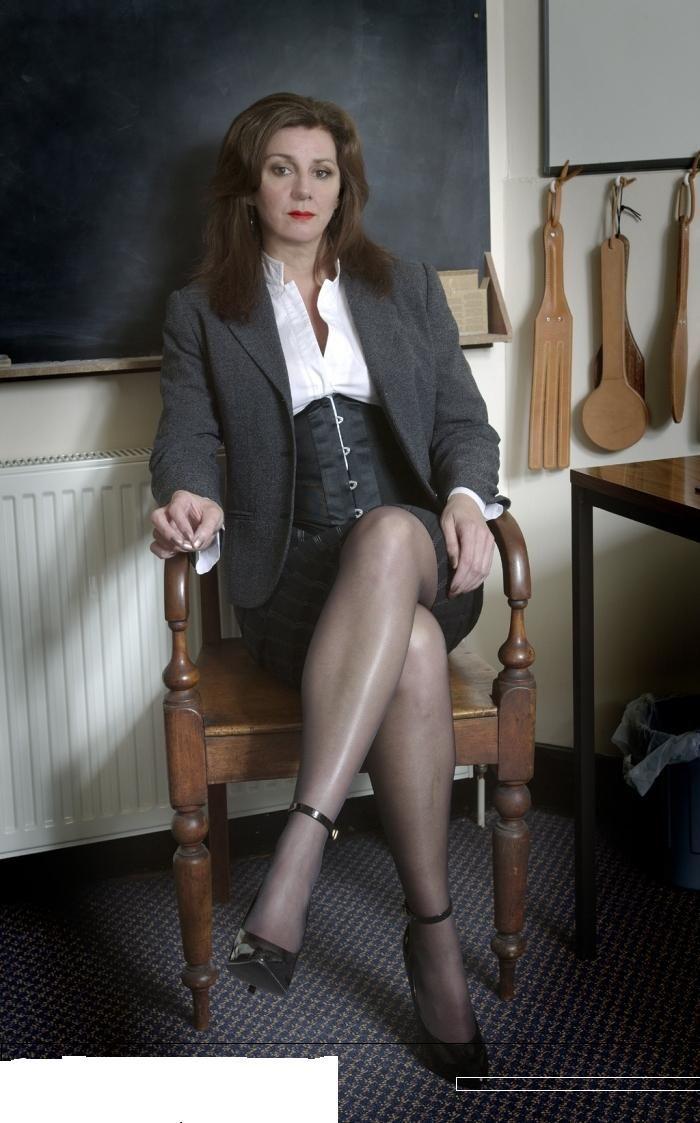 Glasgow Mistress Scotland  Foot Fetish Spanking