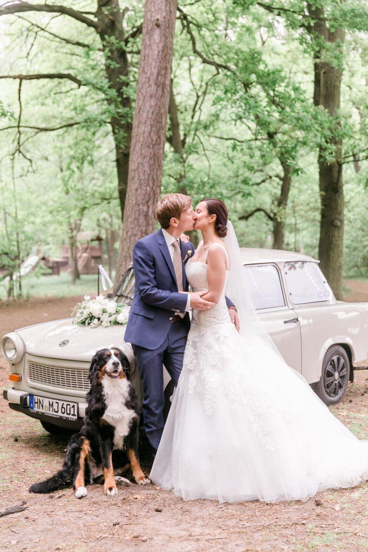 Moderne Hochzeit In Einem Idyllischen Waldschlosschen Kirchenlieder Hochzeit Hochzeit Lieder Einzug Lieder Hochzeit Kirche