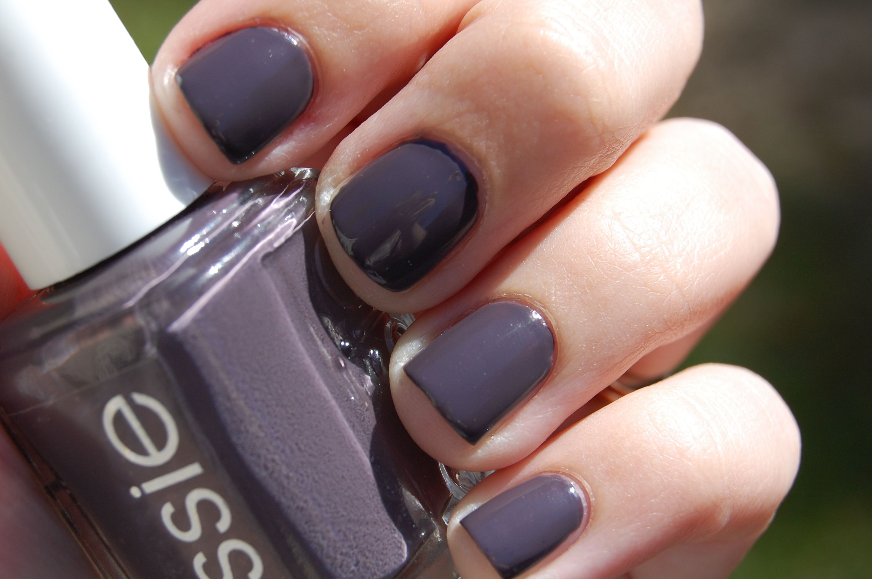 Smokin Hot Essie nail polish | Girly Stuff | Pinterest | Essie nail ...