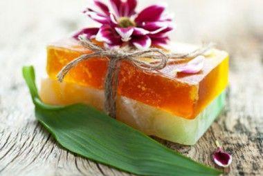Ricetta Sali Da Bagno Fatti In Casa : Sapone fatto in casa con erbe aromatiche e limone case da