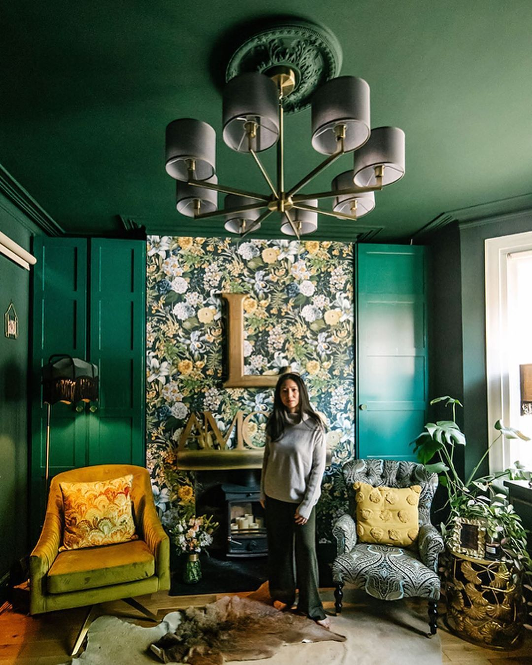 Lily Sawyer Has Transformed This Original Victorian Property Built In 1896 Into Colorful Patterned Design Pla In 2020 Dark Green Living Room Living Room Green Interior