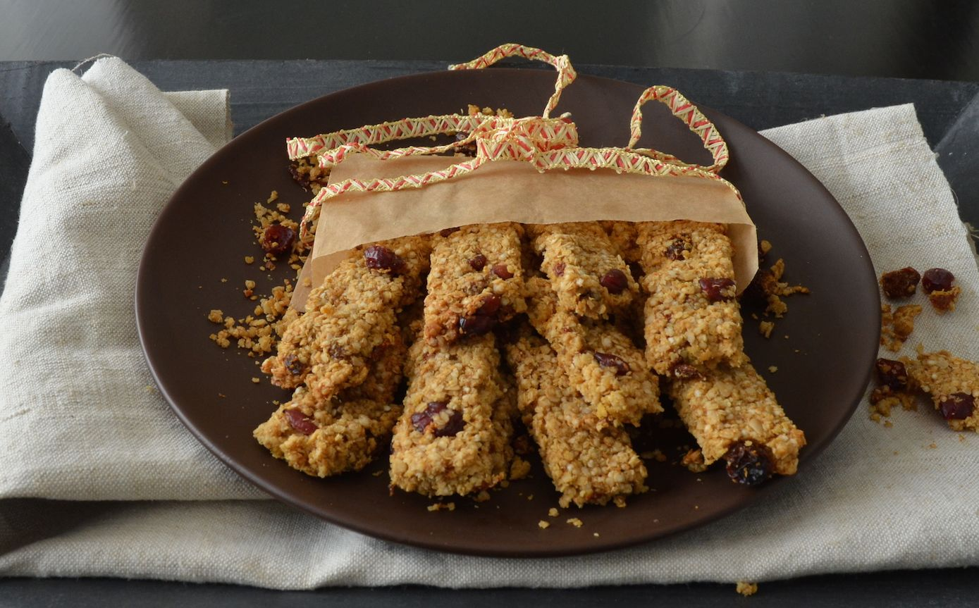 For my variation of the traditional kaeraküpsis cookie from Estonia I used a mixture of oatmeal and quinoa. The cookie won't taste any different, but the quinoa does give it some extra crunch.