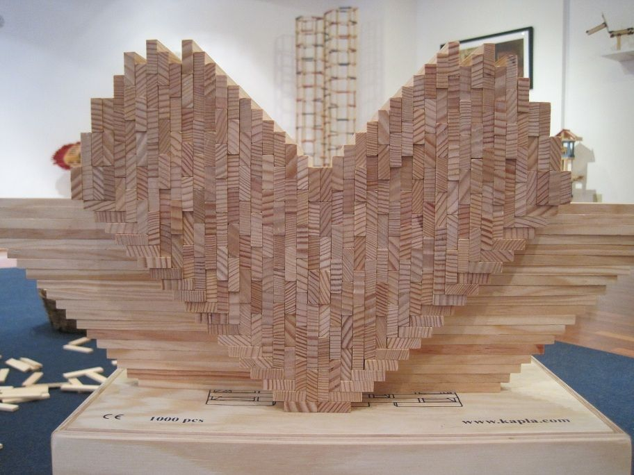 We love building with kapla blocks hearts and flowers for Architecture kapla