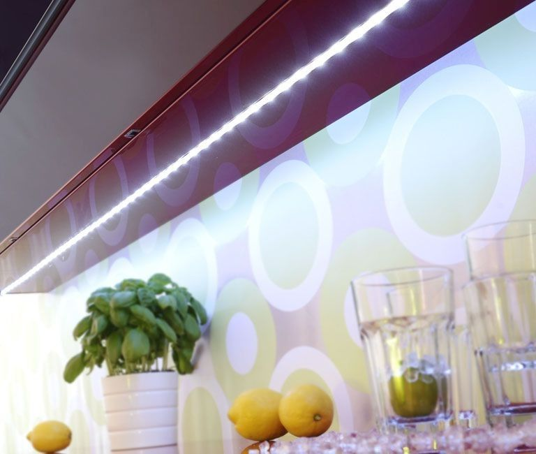 Perfect LED Streifen TEANIA modern wei LED Stripes f r indirekte Beleuchtung in der K che