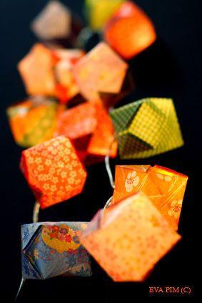 guirlande lumineuse origami cubes papier japonais diy pinterest origami crafty and craft. Black Bedroom Furniture Sets. Home Design Ideas