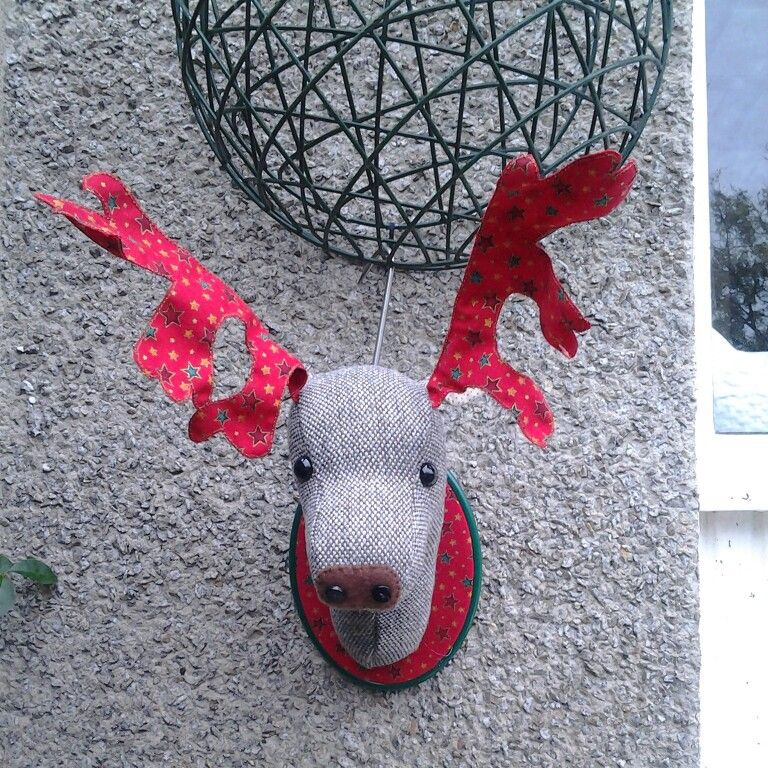 Copying the faux-taxidermy trend by making a mounted stag's head