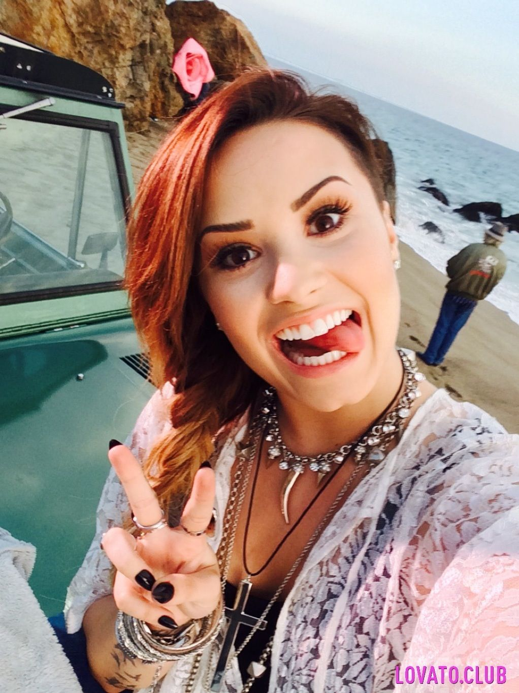 demi from somebody to you | Redes sociales |Somebody To You Demi Lovato