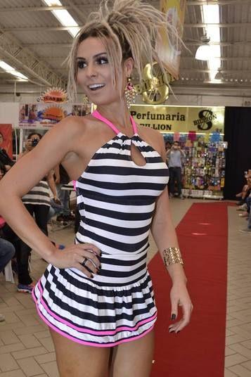 1321411ddba Mendigata desfila para marca de roupas fitness em São Paulo Marcas De  Roupas