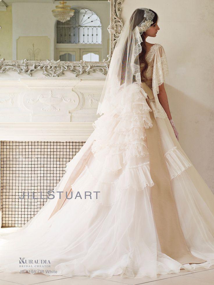5e01eb3d12107 可憐で可愛い♡ヴィンテージロマンスなジルスチュアートの純白ウェディングドレスまとめ*にて紹介している画像