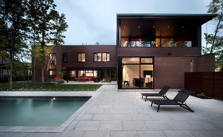 La Maison Veranda A Boucherville Une Maison Qui S Ouvre Vers L Arriere Pour Garder Son Intimite Facade Maison Maison Et Architecture Residentielle