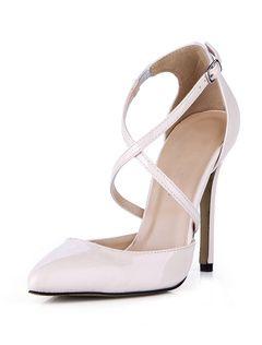 53b2428a3 Zapatos puntiagudos de color nude con botones