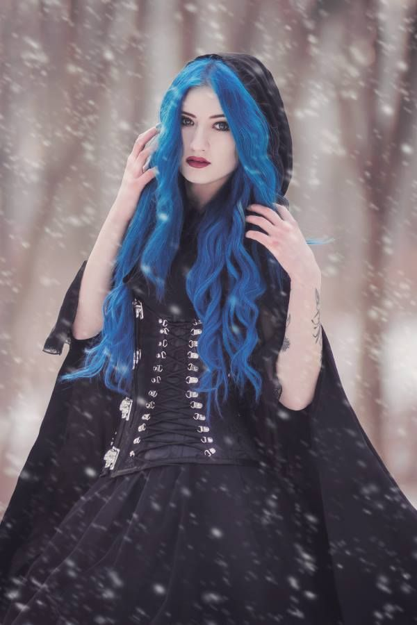 Model: BLUE ASTRID Photo: Aneta Pawska - Enchanted Stories Welcome to Gothic and Amazing |www.gothicandamazing.com
