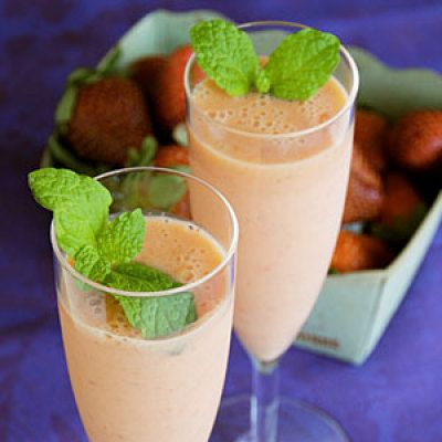 Mango-Ginger Strawberry Smoothie
