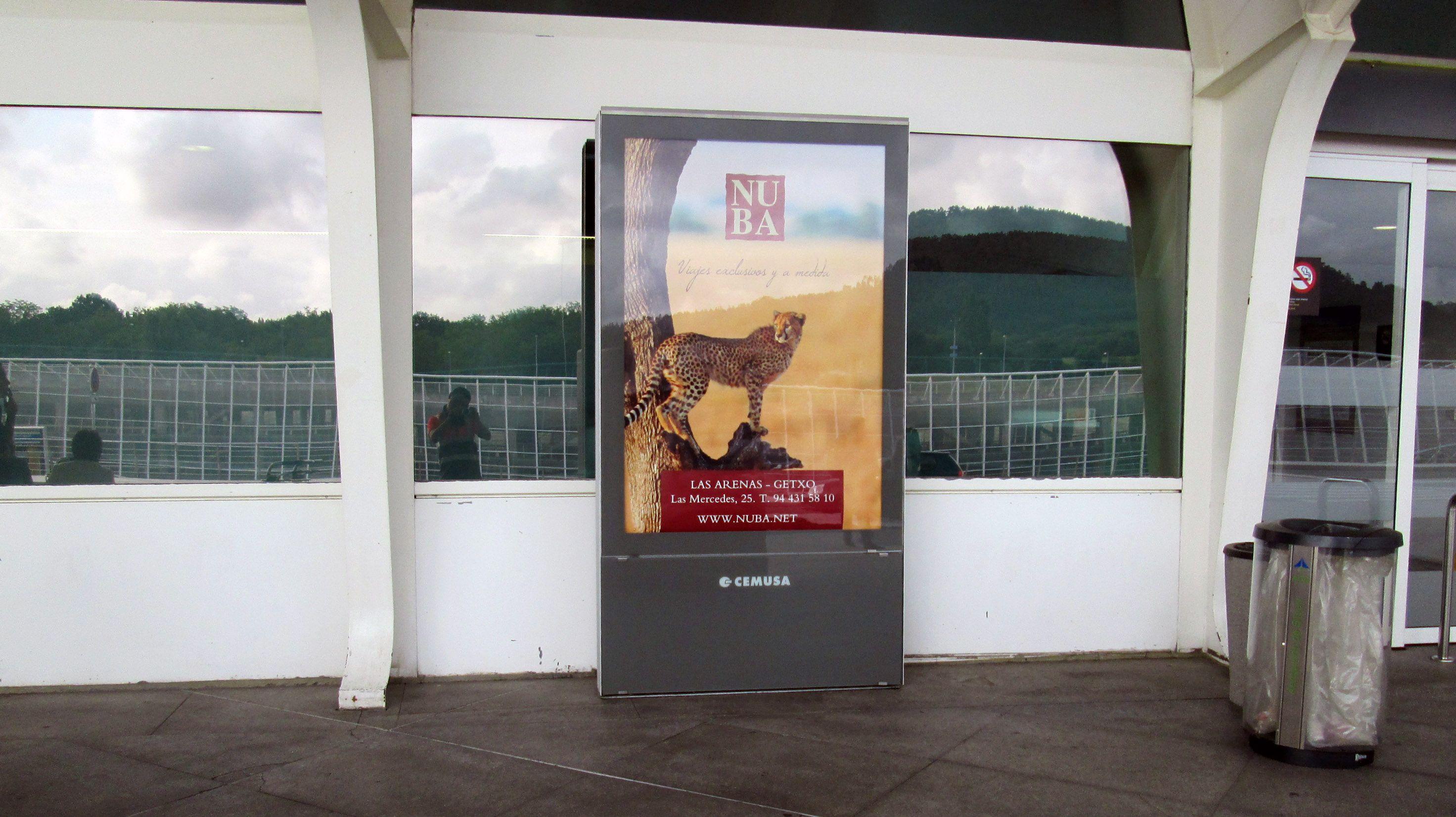 Diseño campaña promoción en los mupis de los principales aeropuertos de España. Madrid, 2015.