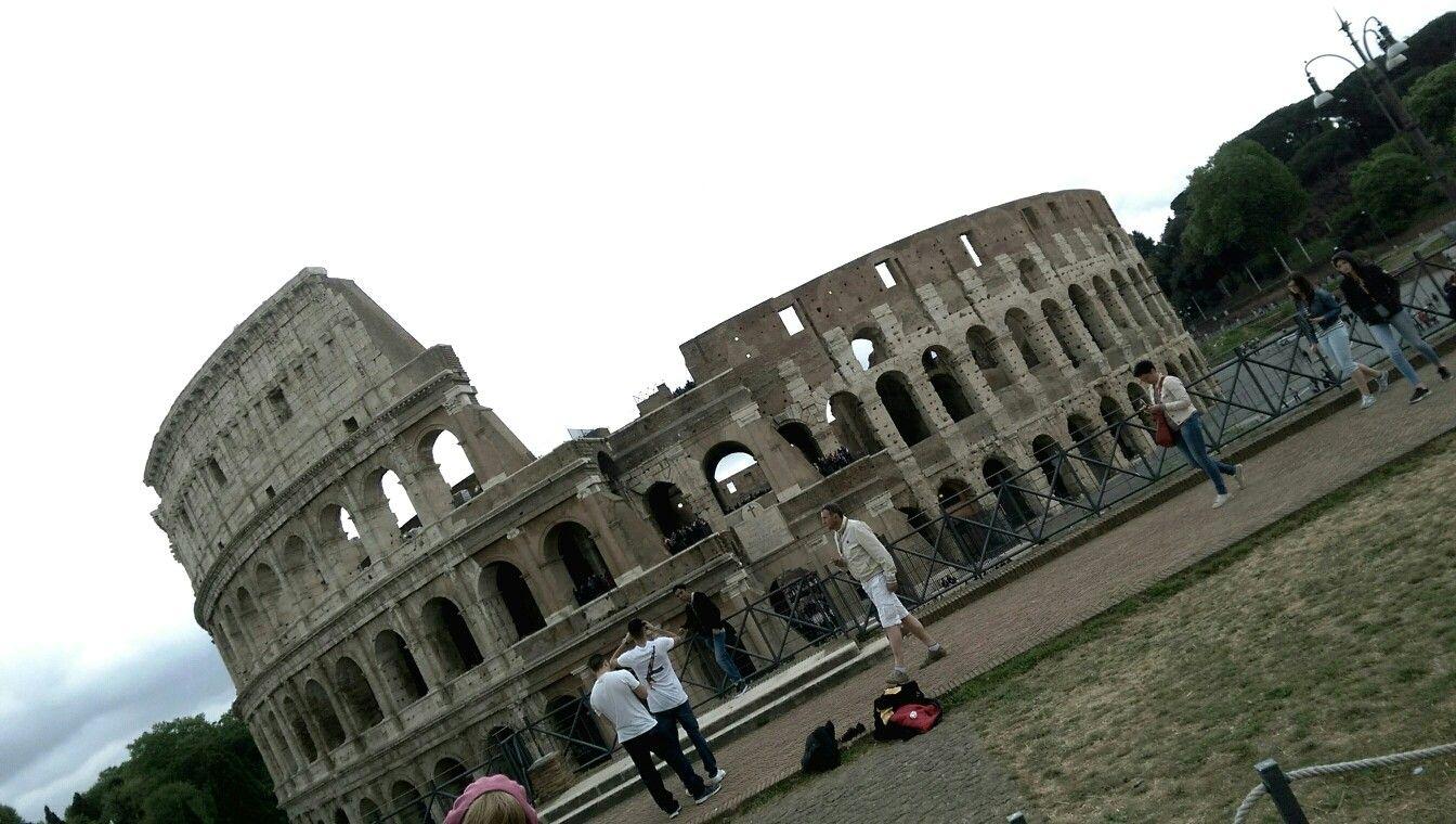 ANFITEATRO FLAVIO. Tu non potresti vedere nulla maggiore di Roma. Orazio