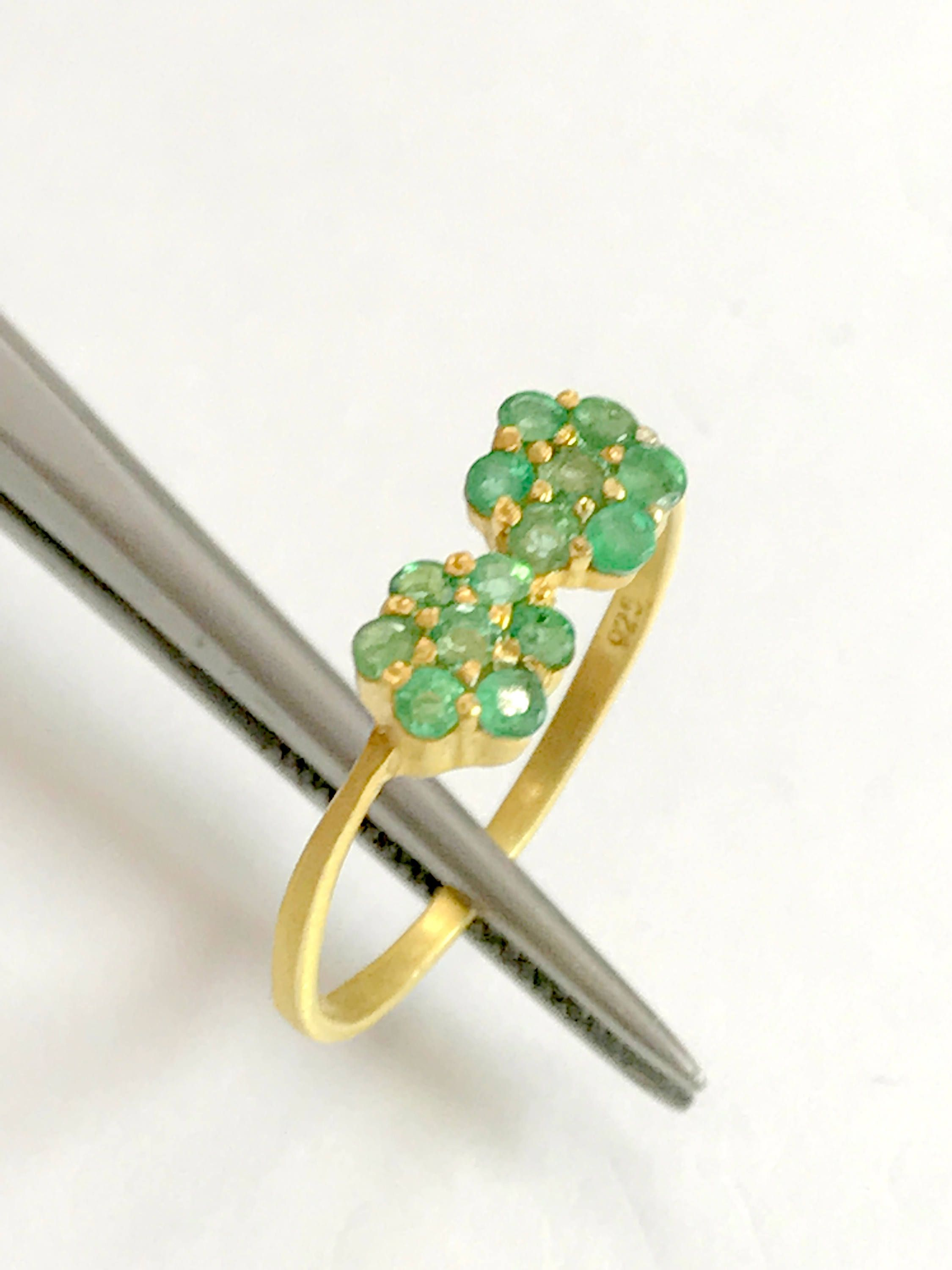 a by one emerald moda bayco emeral ring of large loading operandi kind diamond rings green