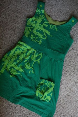 t-shirt upcycle    @Ann Flanigan Flanigan Habermann  can we try making this  next time I am home?!?!?!