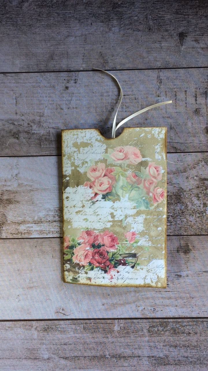 See this pretty printable Shabby Rose Folio from My Porch Prints and make one for yourself! Beautiful on its own or as an insert for a junk journal. #MyPorchPrints #junkjournal #scrapbooking #papercrafting #shabbychic
