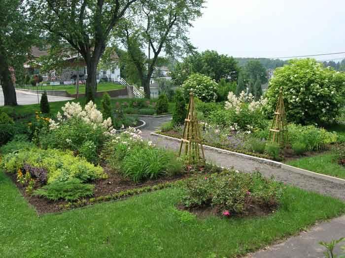 Des idées pour les fans de jardin de curé | Jardin de curé, Fans de ...