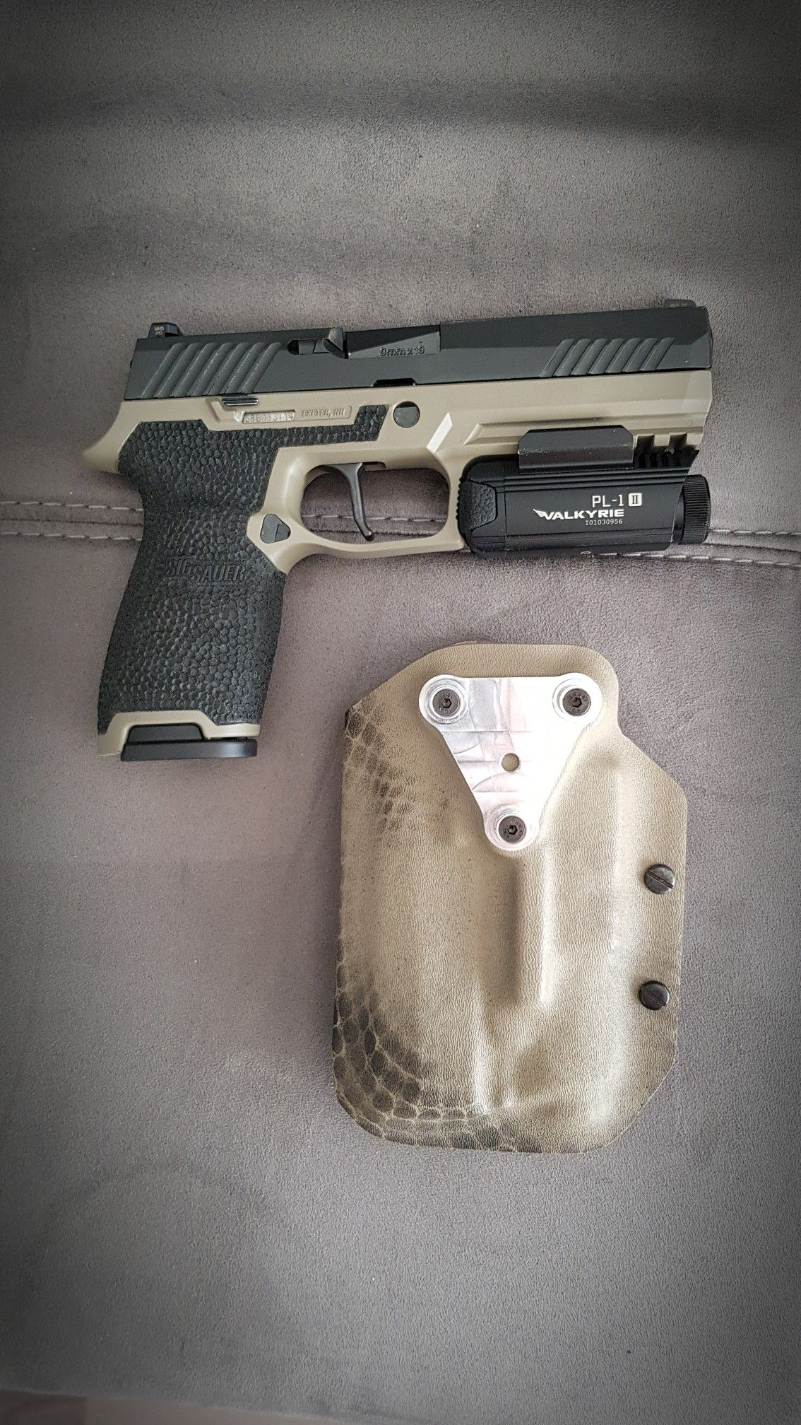 Sig P320 custom Apex trigger O light PL-1 Stippling Kydex holster