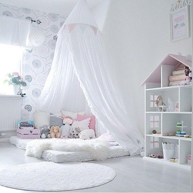 zimmer f r kleine m dels bett auf dem boden. Black Bedroom Furniture Sets. Home Design Ideas