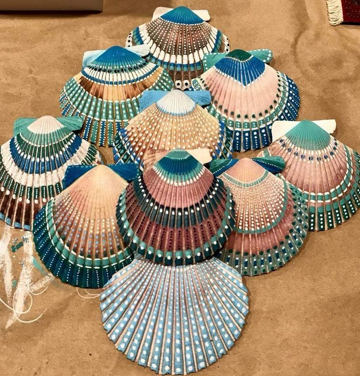 🌟🌟 VERY PRETTY 🌟🌟 🌟🌟  LADY BIRD is part of Seashell painting, Painted shells, Seashell crafts, Sea shells, Shell crafts, Shells diy -  🌟🌟 VERY PRETTY 🌟🌟 🌟🌟 🌟🌟 🌟🌟 VERY PRETTY 🌟🌟 🌟🌟
