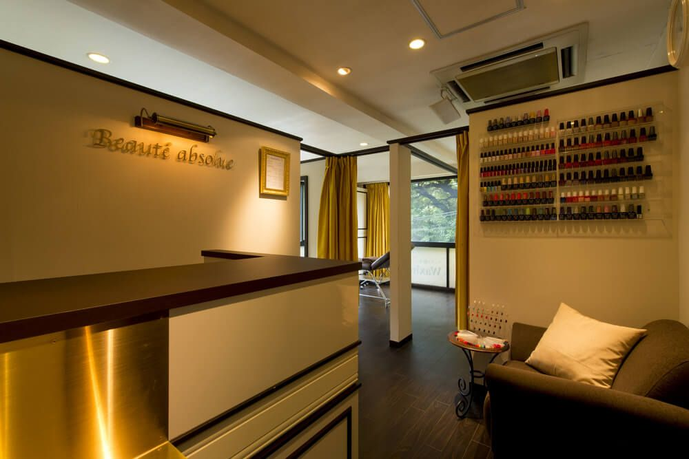 Beauté Absolue Nail Salon in Hiroo front desk | Articles to Read ...