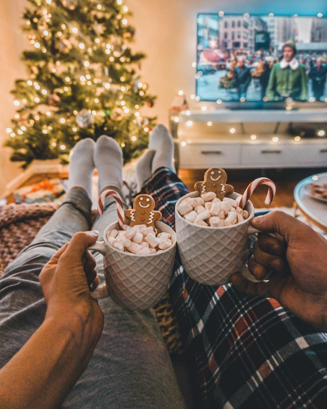 Christmas Movie Night In Usually I M All For Going Out But I Also Can T Resist A Movie Night In Du Christmas Movie Night Christmas Movies Christmas Feeling