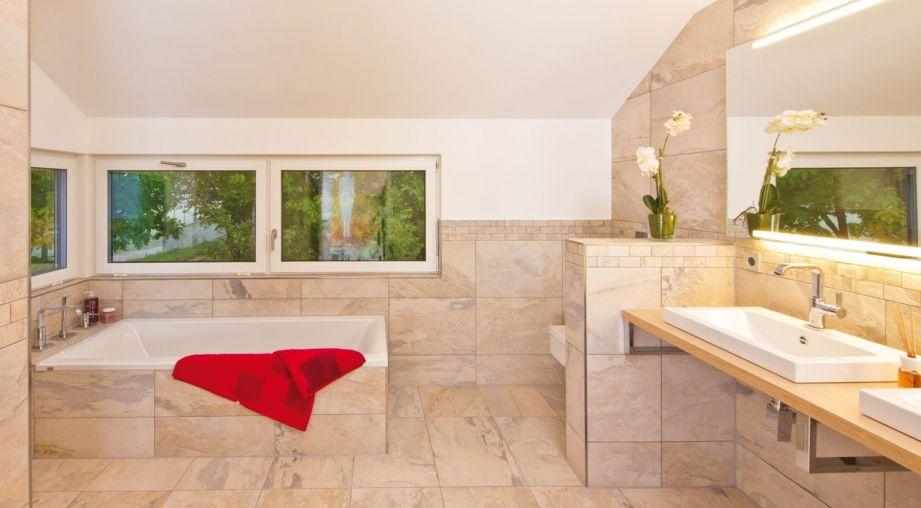 Moderne häuser innen bad  Großes Bad mit eingemauerter Badewanne | Haus | Pinterest ...