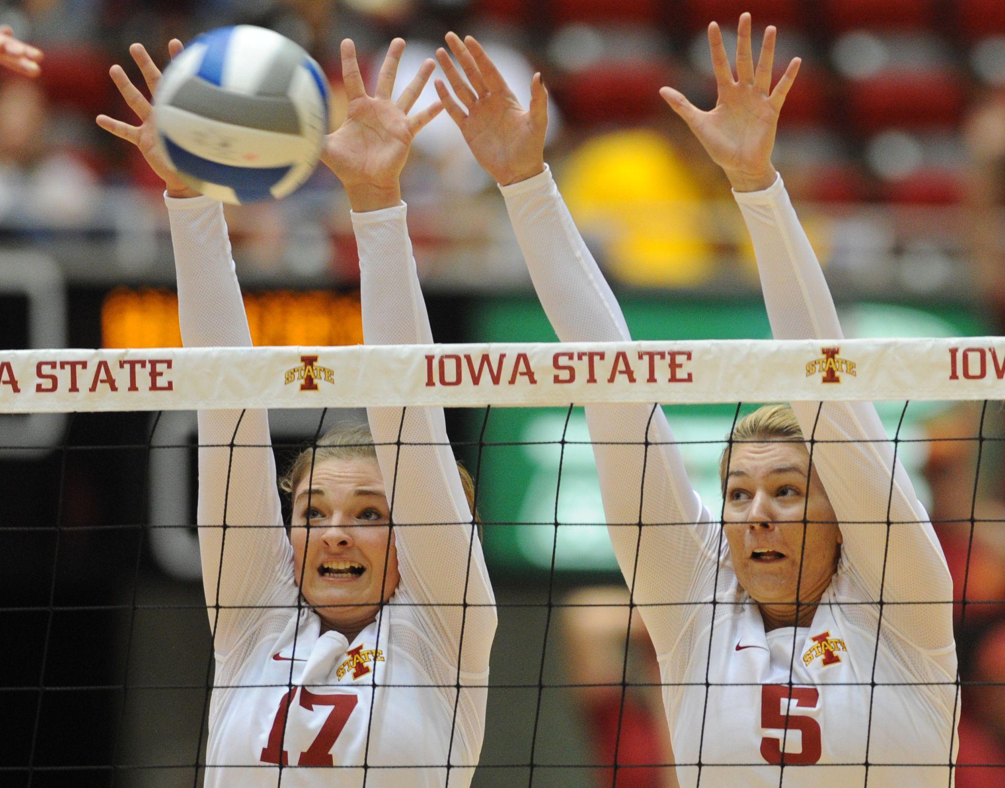 Iowa State S Suzanne Horner Left And Natalie Vondrak Put Up A Double Block During The Second Set Against Northern Illinoi Iowa State Iowa State Cyclones Iowa