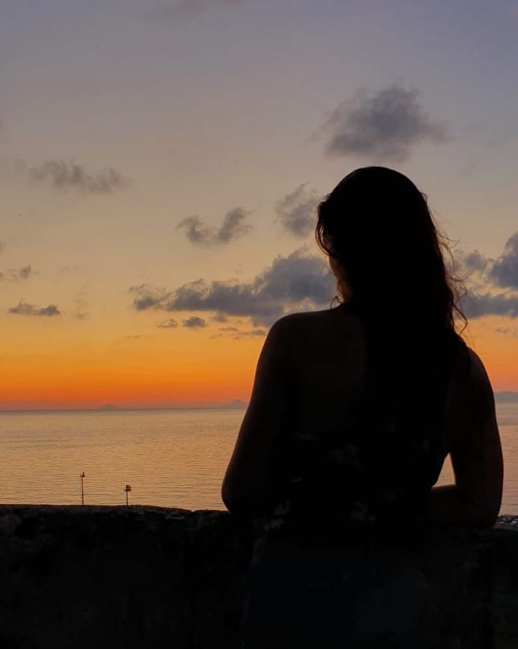 A moment of silence 🌅 #memories #iorestoacasa #quarantena . . . #girl #italiangirl #siciliangirl #fitgirl #fitnessgirl ...