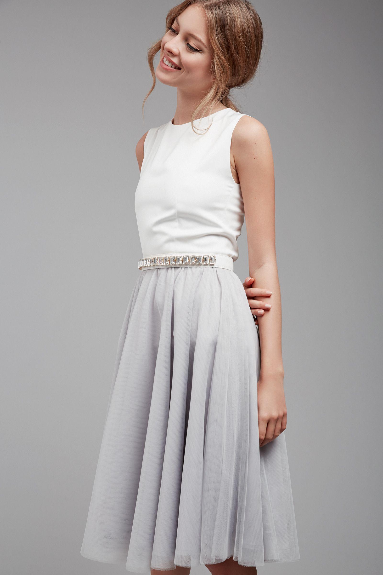 Kurzes Brautkleid Mit Tullrock Fur Das Standesamt Kleid Standesamt Braut Hochzeitsoutfit Trauzeugin Outfit